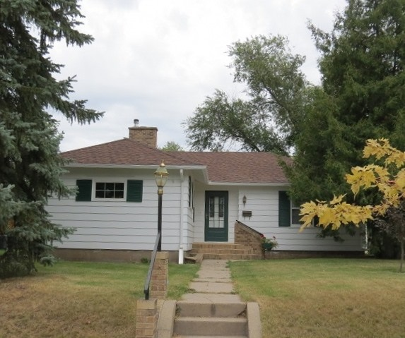 422 SW 3rd ST, Rugby, ND 58368