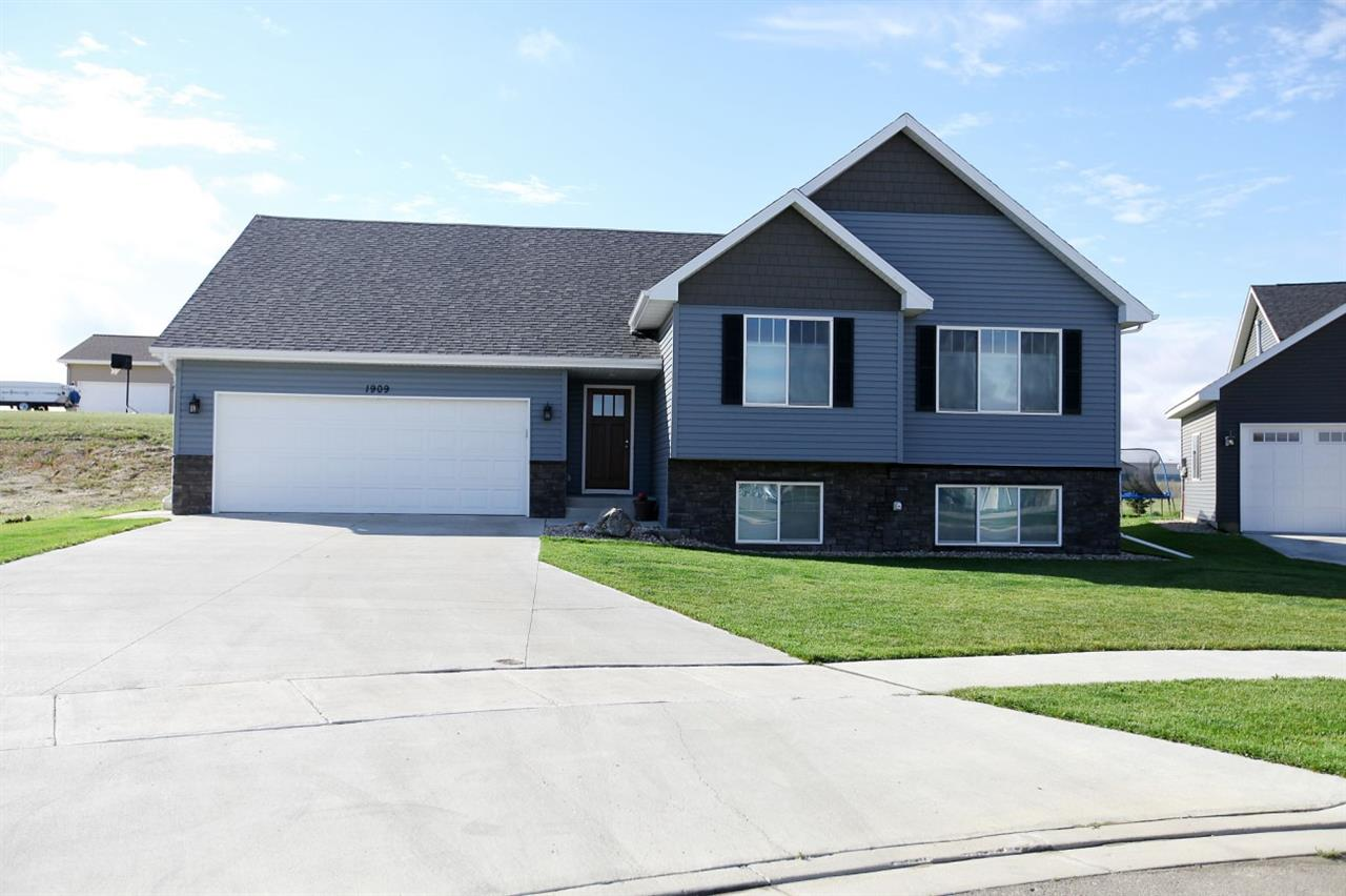 1909 NW 26th Ave., Minot, ND 58703