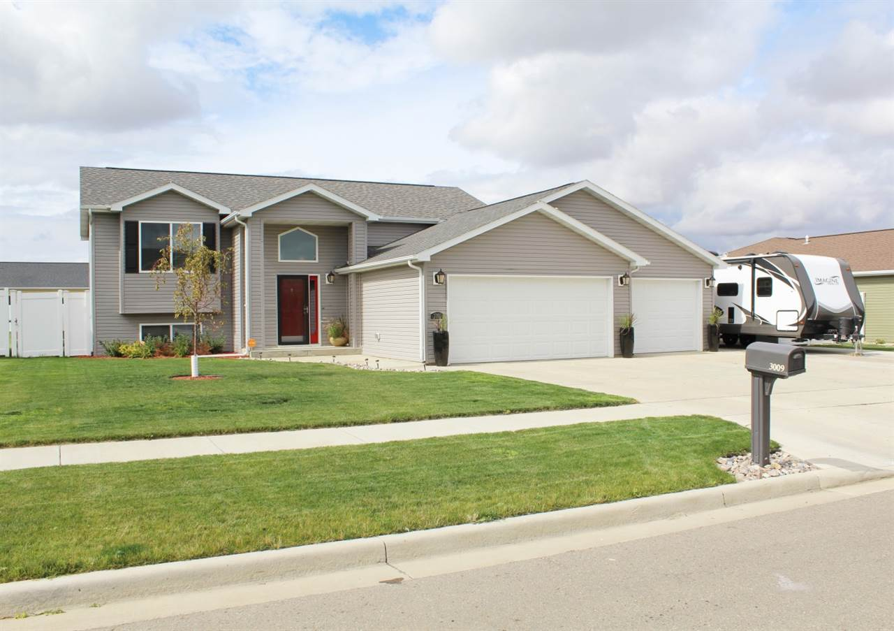 3009 NW 10th Street, Minot, ND 58703