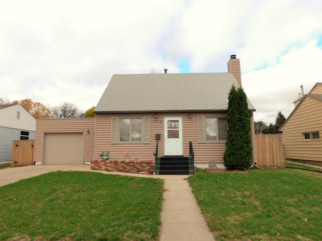 1514 NW 7th Ave, Minot, ND 58703