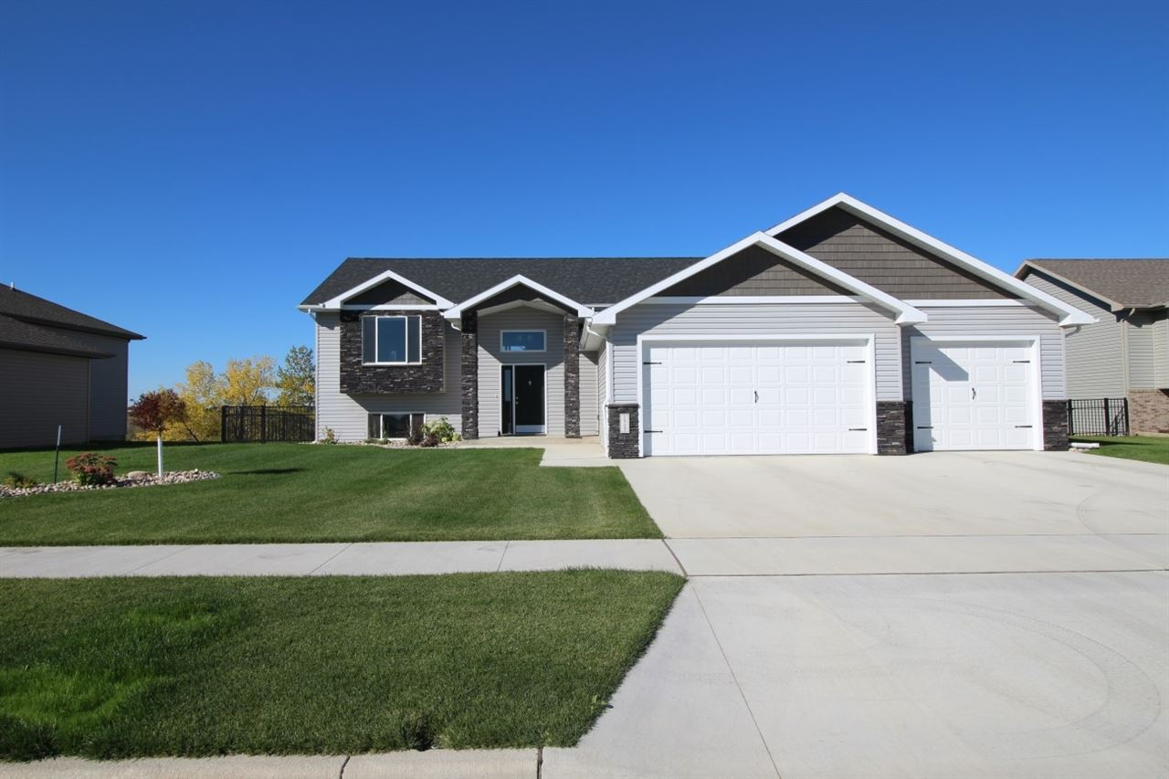 1512 SE Valley Bluffs Dr., Minot, ND 58701