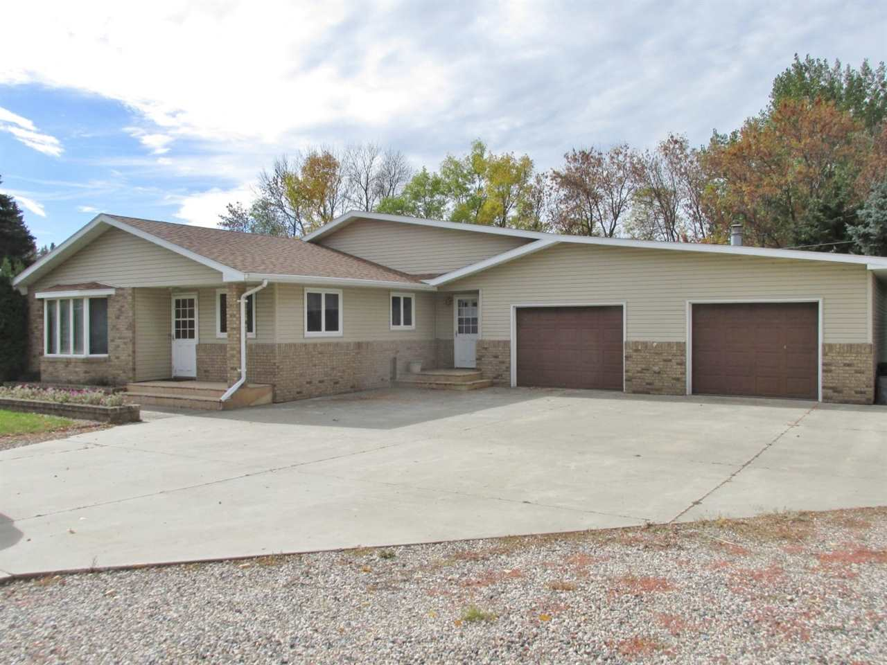 25 Country Road, Rugby, ND 58368
