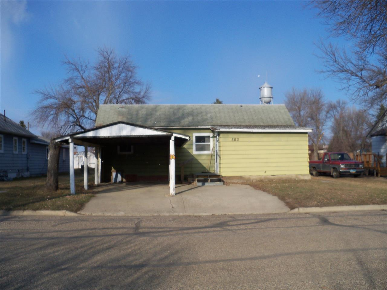 303 High St, Drake, ND 58736