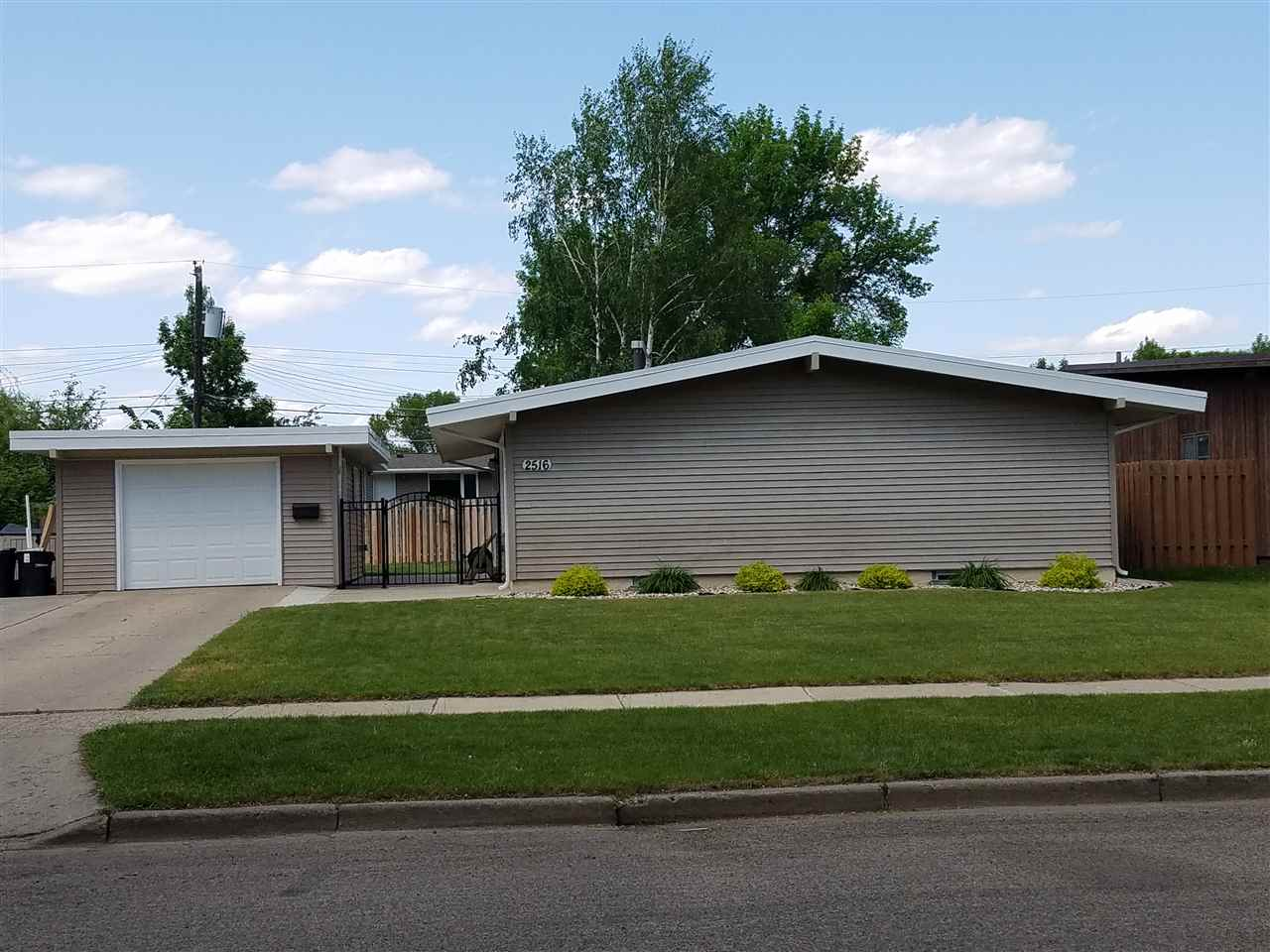 2516 SW 1st Ave, Minot, ND 58701