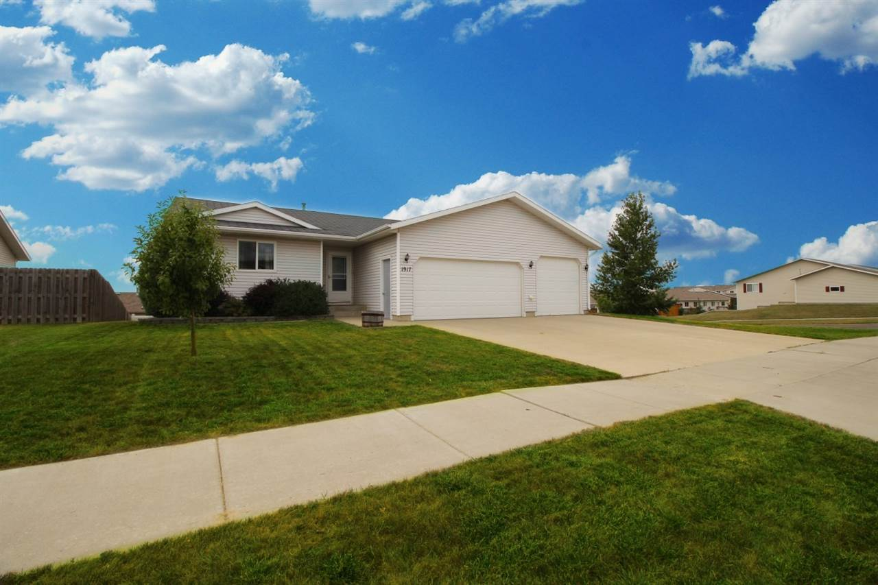 1917 14th Street NW, Minot, ND 58703