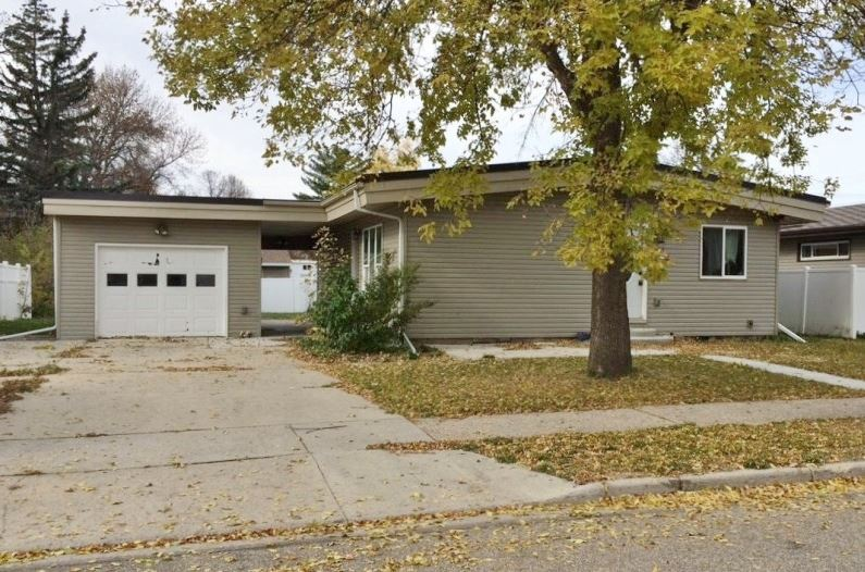 435 11th St NW, Minot, ND 58703