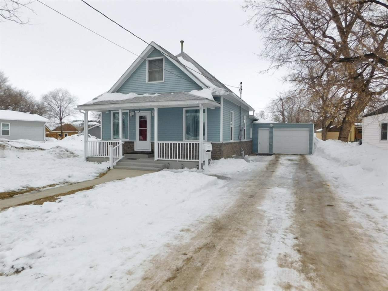 408 5th Ave NW, Minot, ND 58703