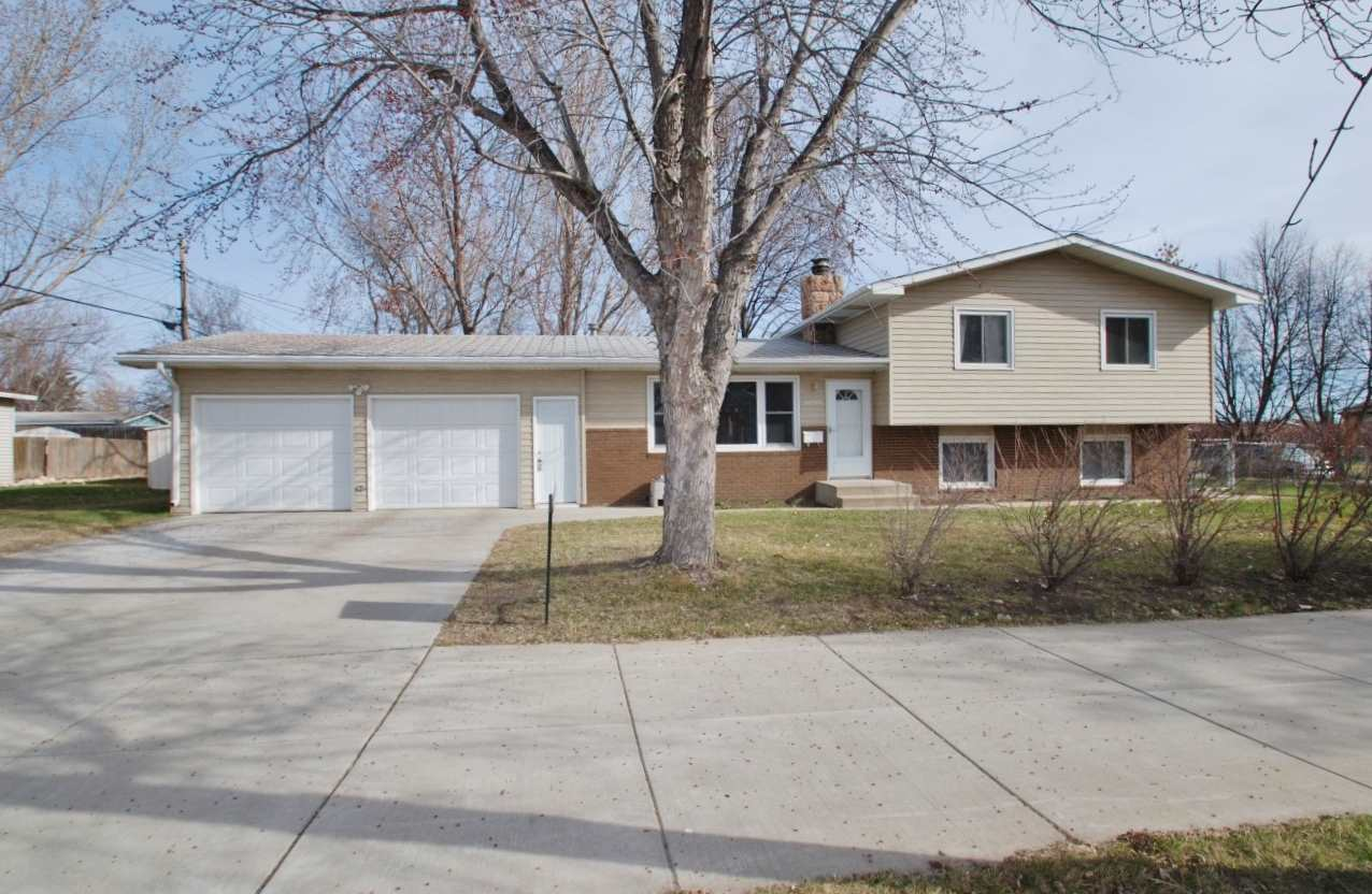 600 21st Ave NW, Minot, ND 58703