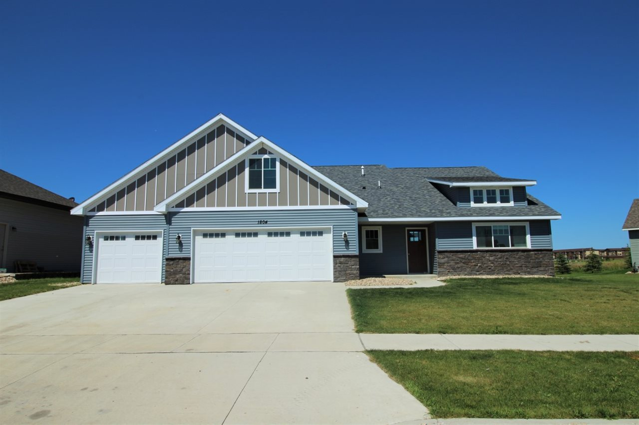 1804 27th Avenue NW, Minot, ND 58703