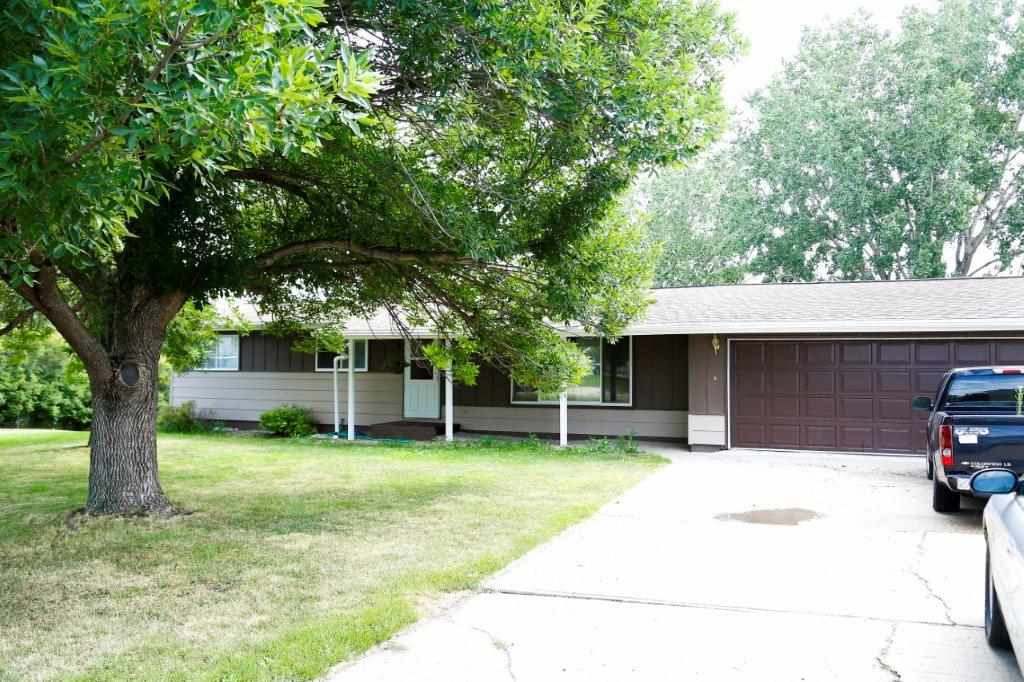 6 TIMMOTHY DR NW, Minot, ND 58703