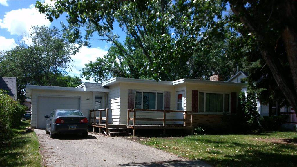 415 NE 2nd St, Garrison, ND 58540