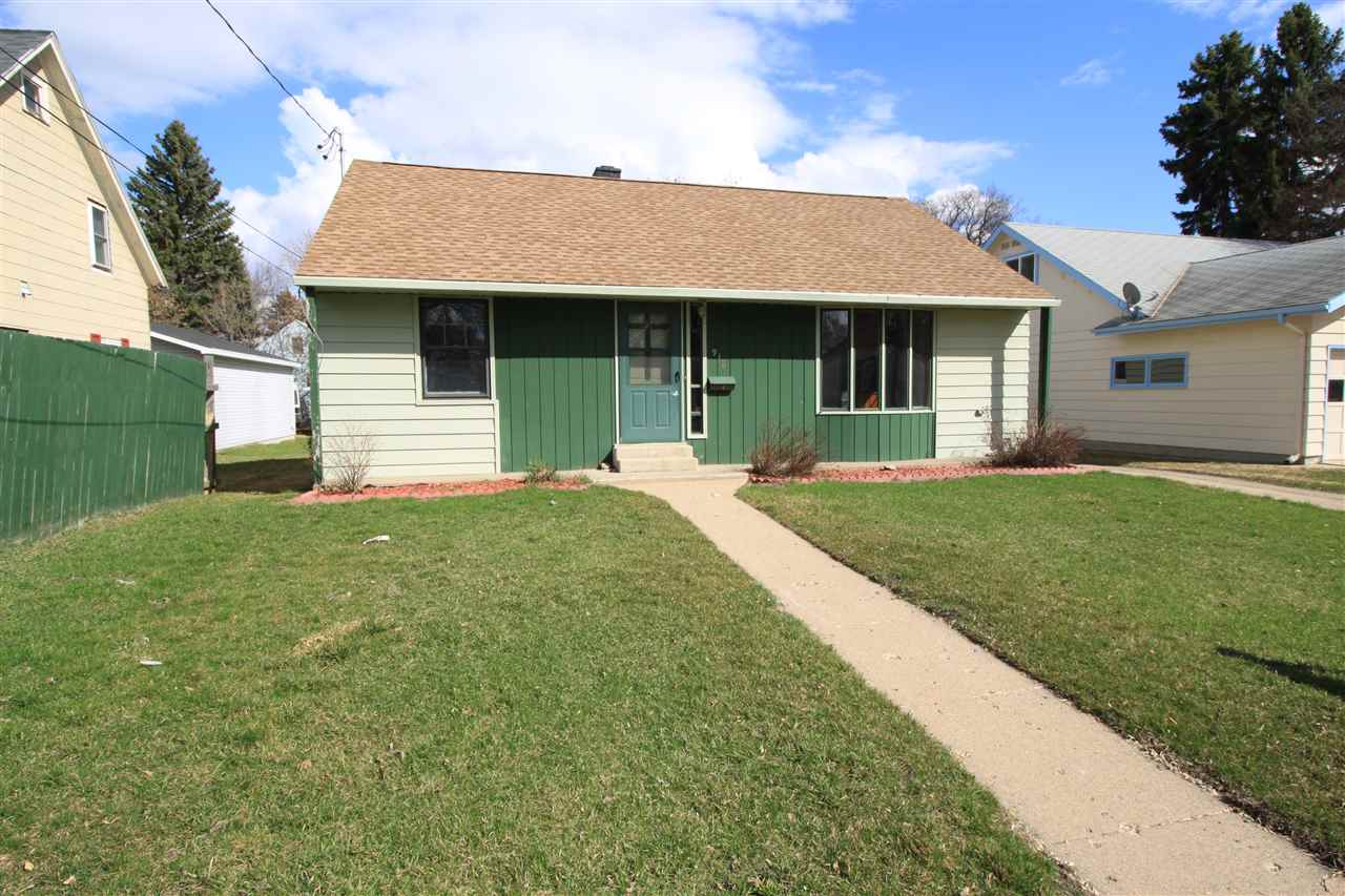 918 NW 10th St, Minot, ND 58703