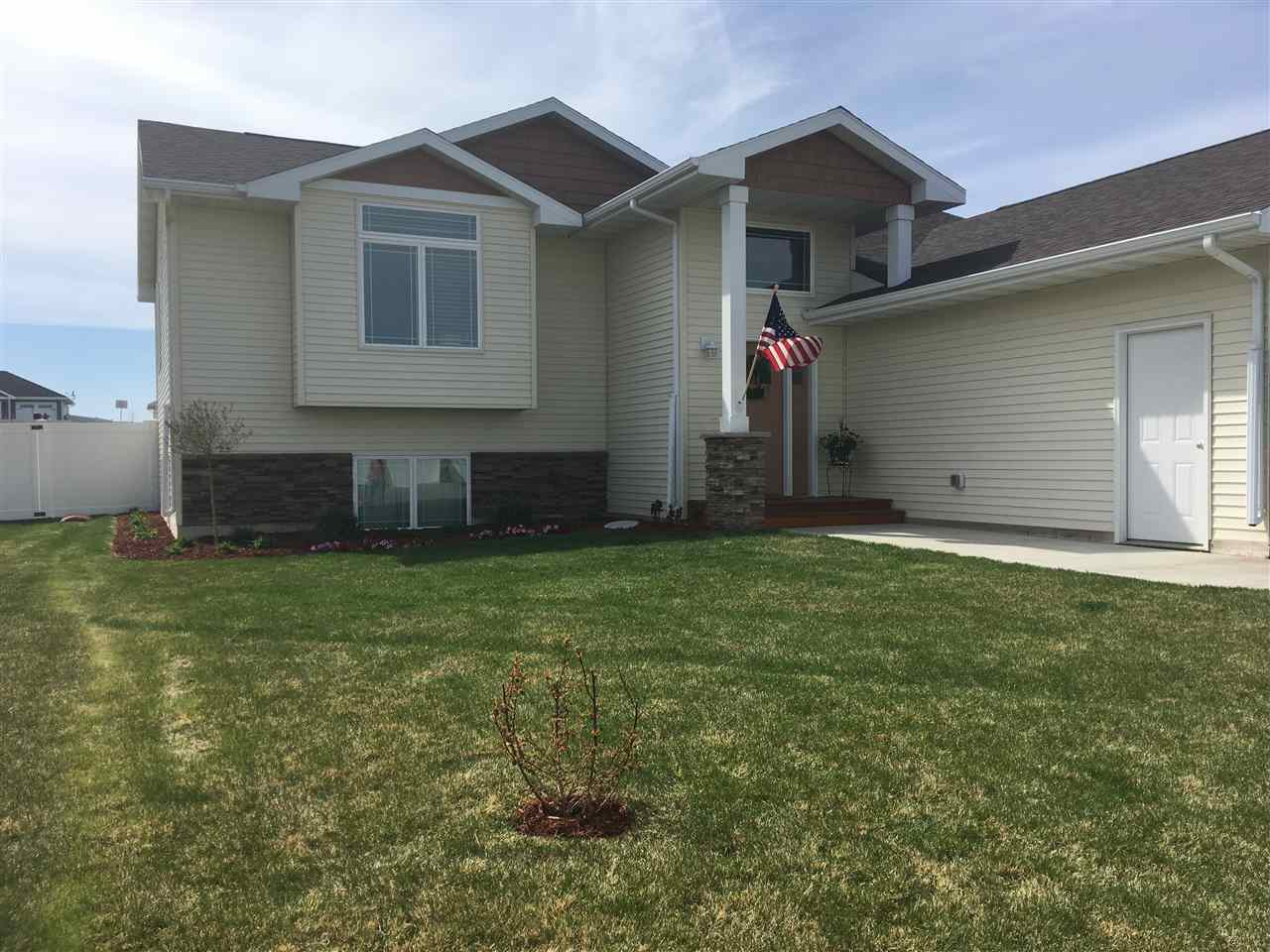2613 NW 17th St, Minot, ND 58703