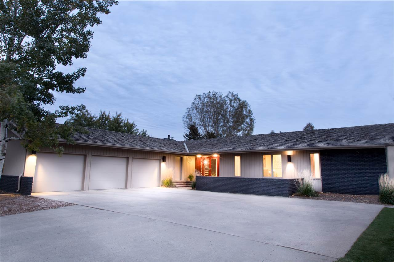 2425 SW Brookside Drive SW, Minot, ND 58701