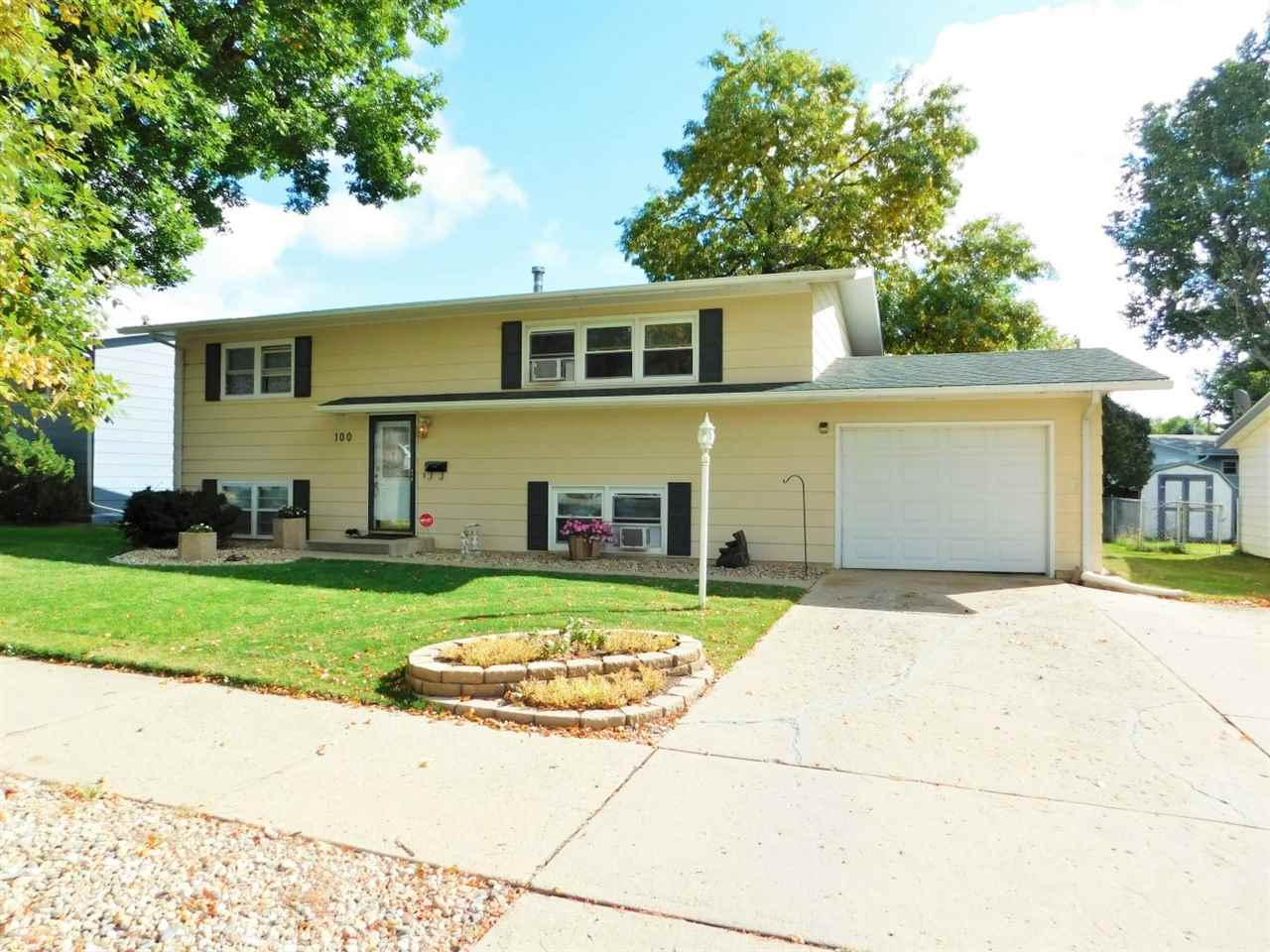 100 25th St NW, Minot, ND 58703