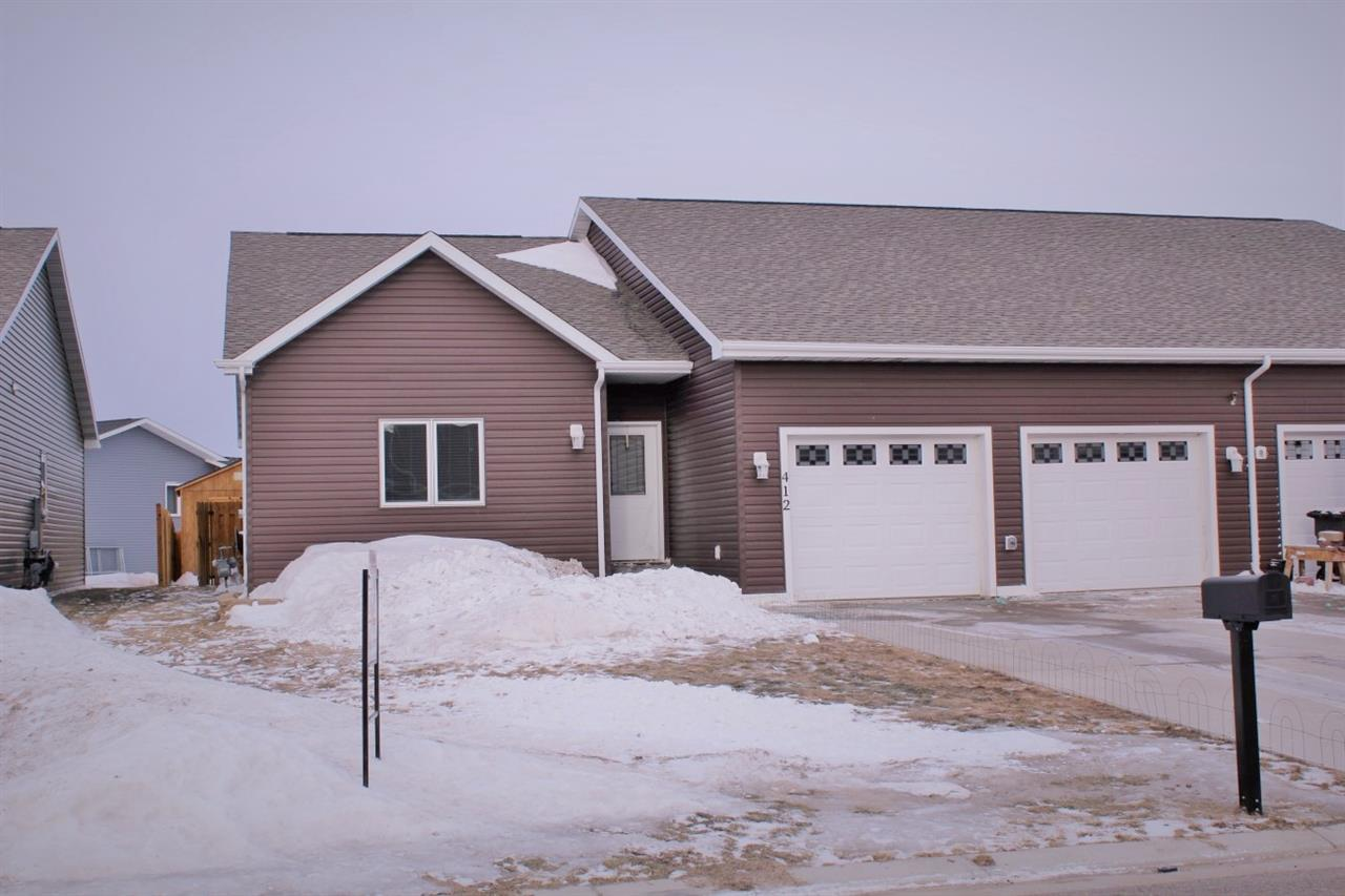 412 2nd Ave SW, Surrey, ND 58785