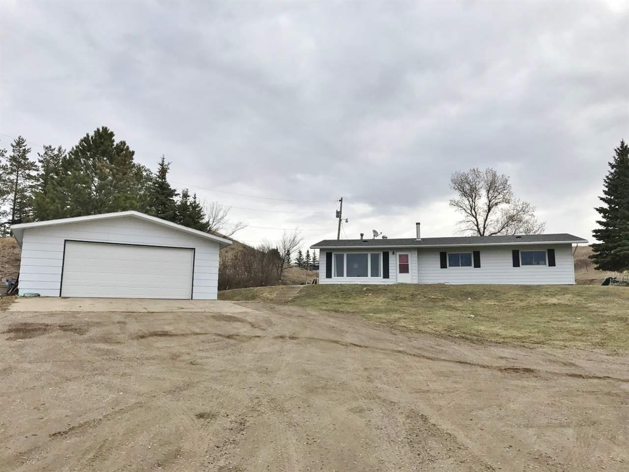 8020 County Rd. 15 W, Minot, ND 58703