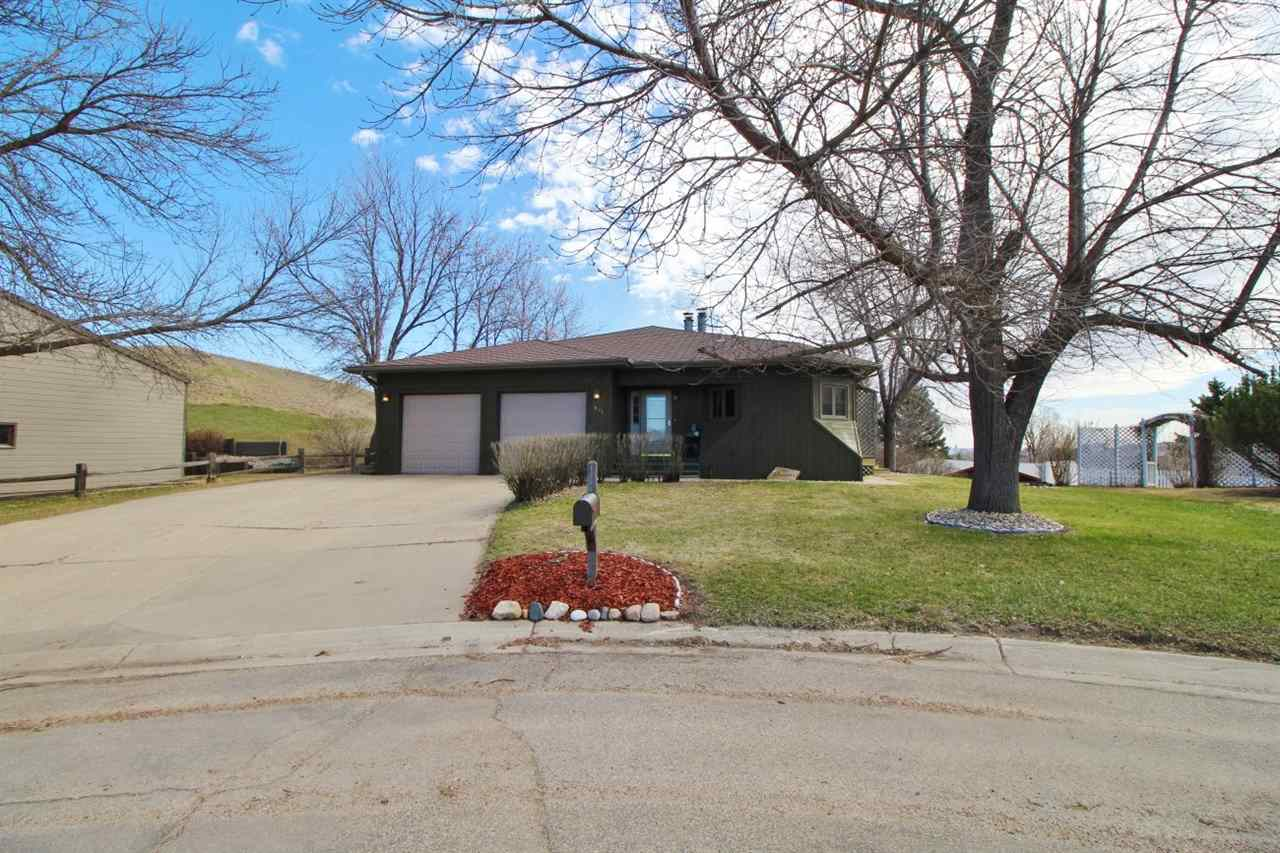 804 Bel Air Place, Minot, ND 58703