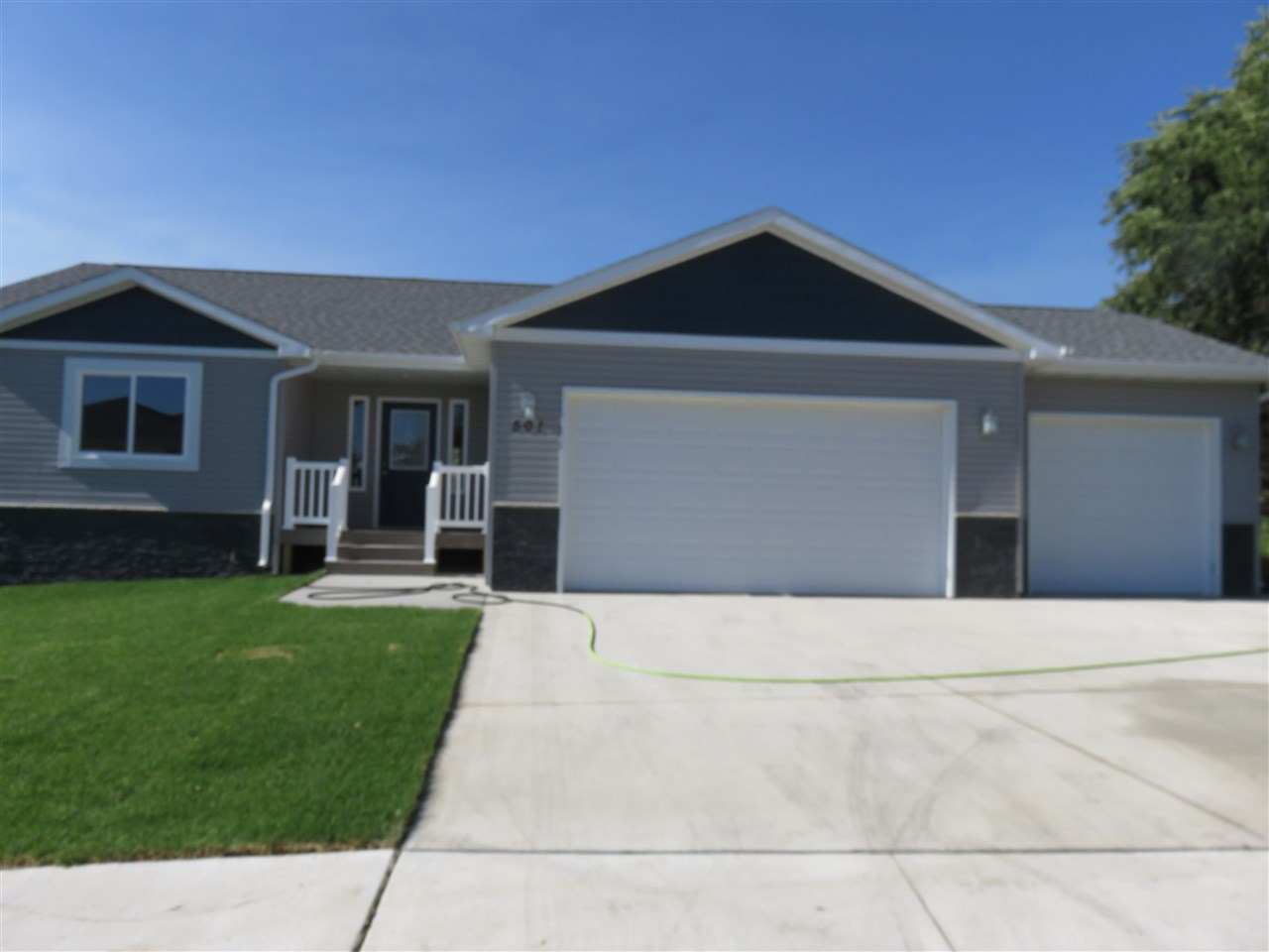 501 27TH ST NW, Minot, ND 58703