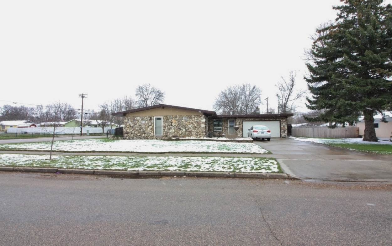 1 24th St SW, Minot, ND 58701