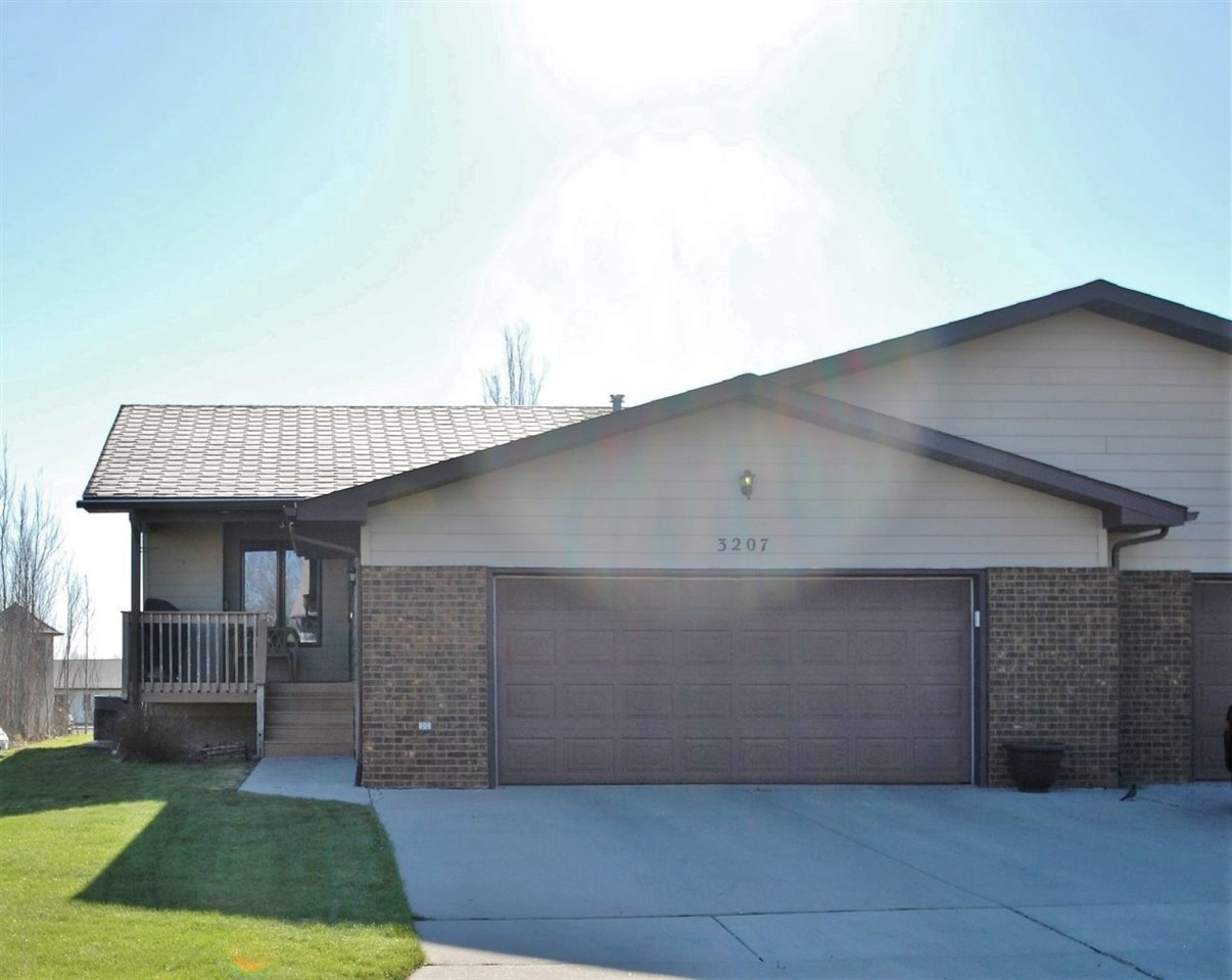 3207 11th St SW, Minot, ND 58701