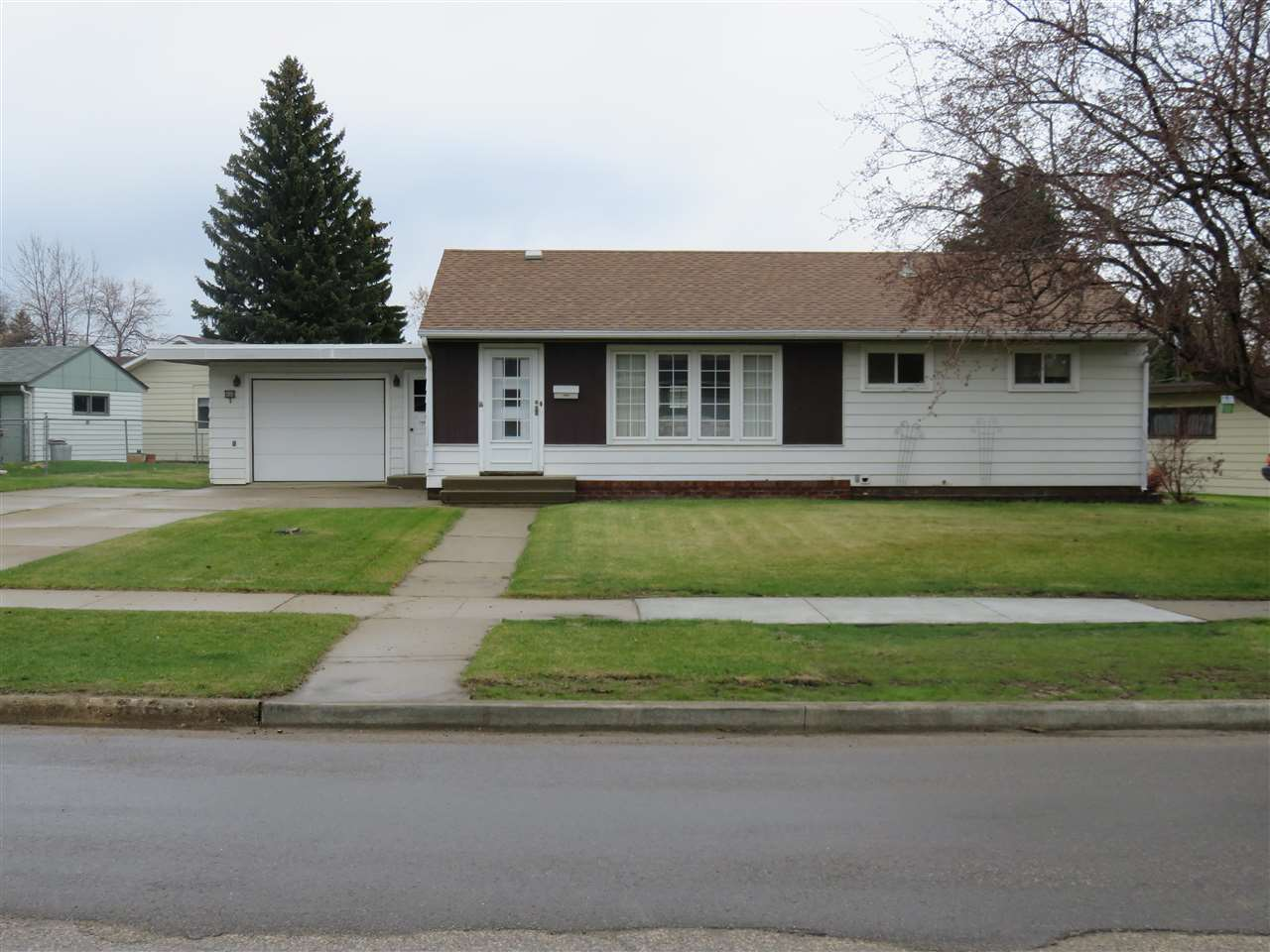 408 19TH AVE SW, Minot, ND 58701