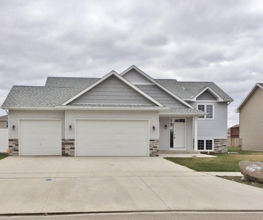 3005 8th St. NW, Minot, ND 58703