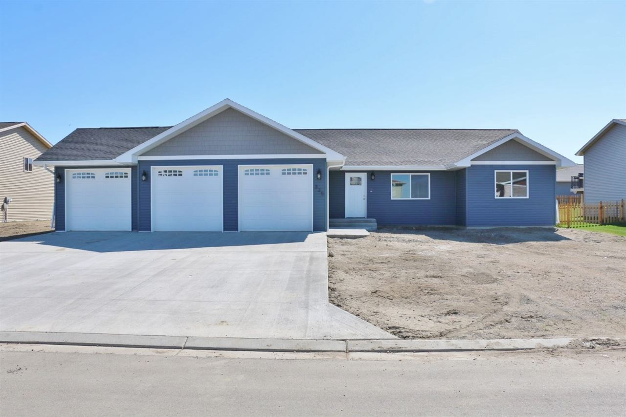 325 5th Ave SW, Surrey, ND 58785