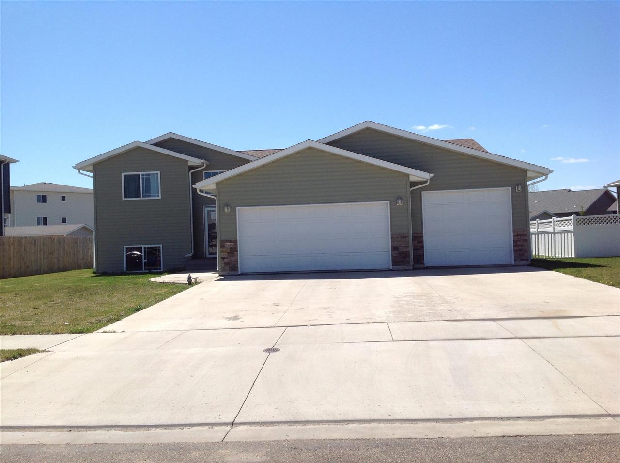 1812 26TH ST SW, Minot, ND 58701