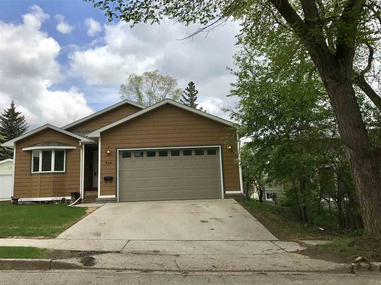 614 NW 23rd ST, Minot, ND 58703