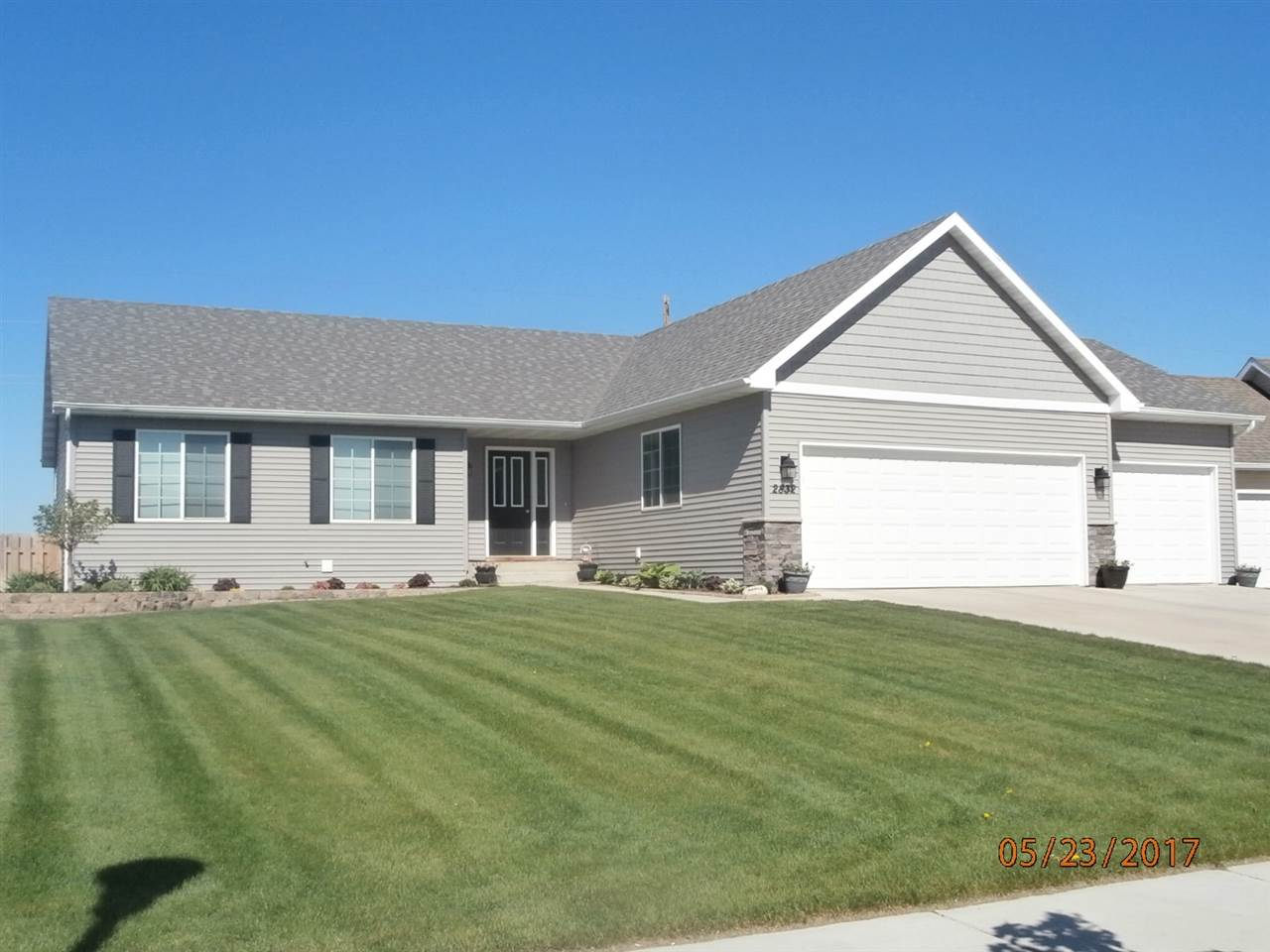 2832 Grey Eagle Pass NW, Minot, ND 58703