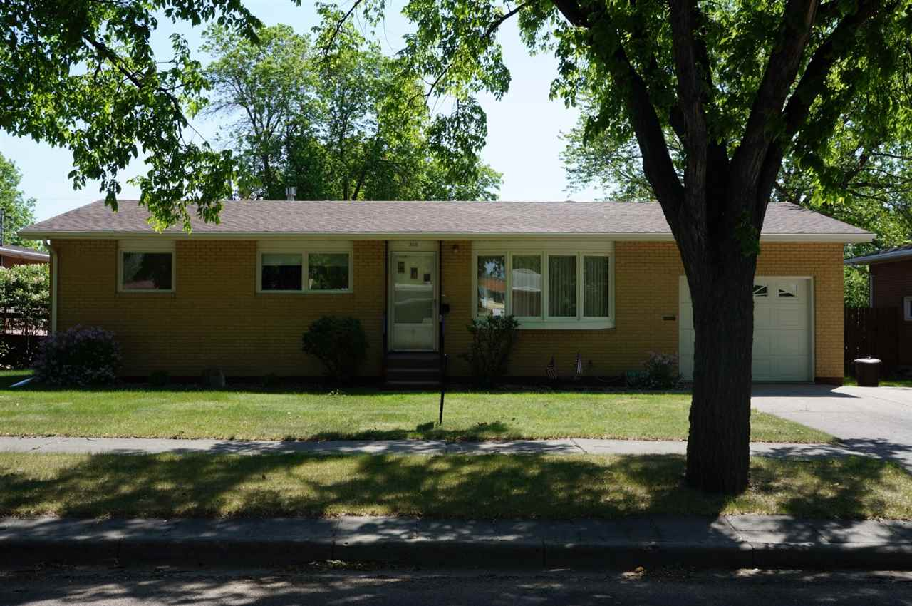 308 25th St NW, Minot, ND 58703