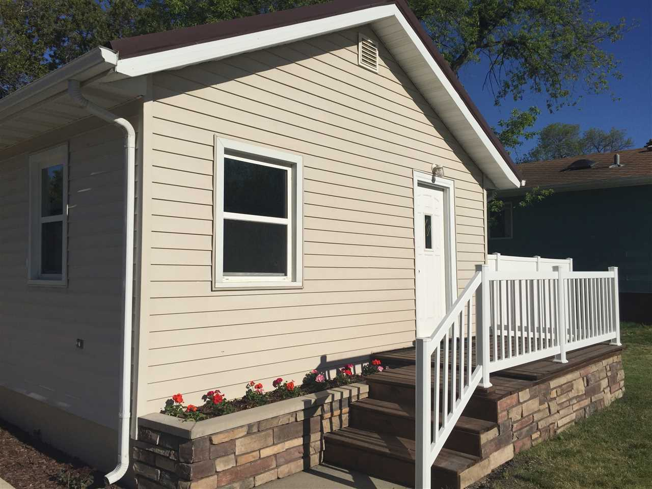 419 NW 20th St, Minot, ND 58703