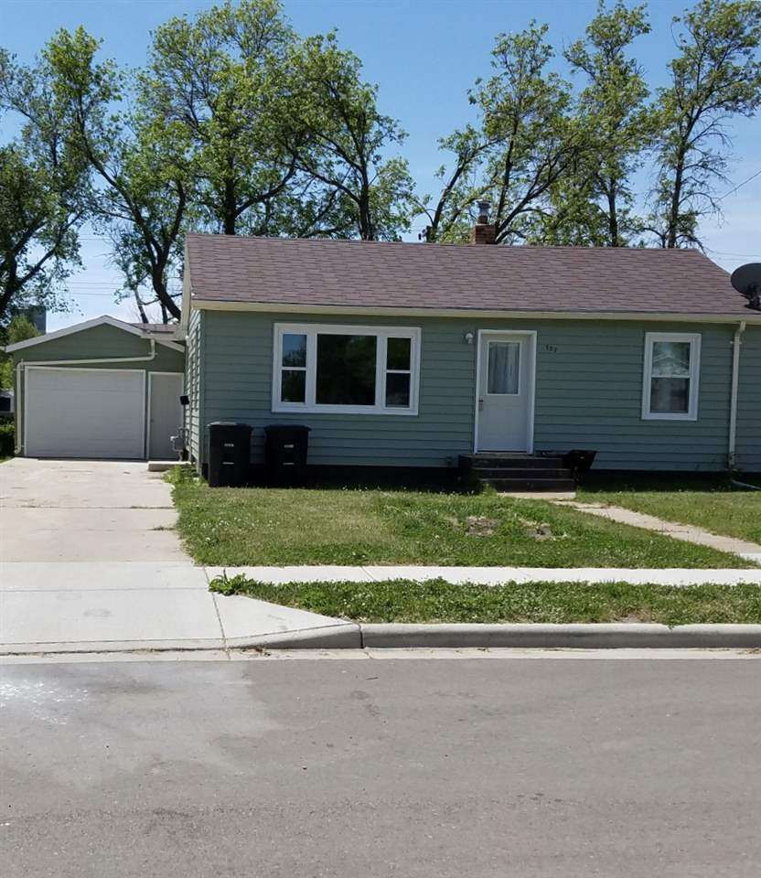 127 E 4th Ave E, Ray, ND 58849