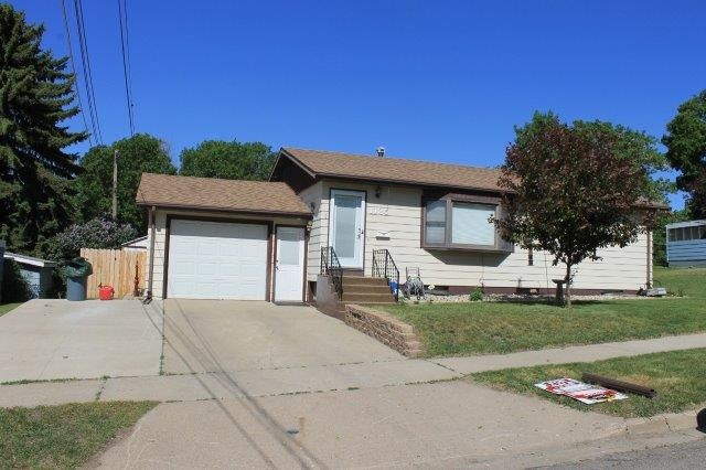 1125 12th St NW, Minot, ND 58703