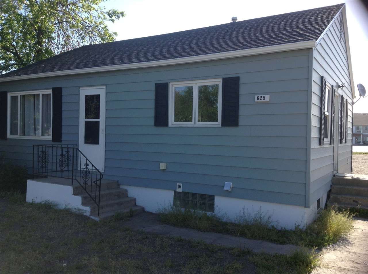 625 SW 2nd St, Stanley, ND 58754