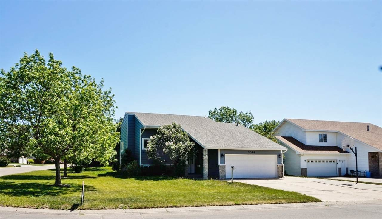 1016 27th Street NW, Minot, ND 58703