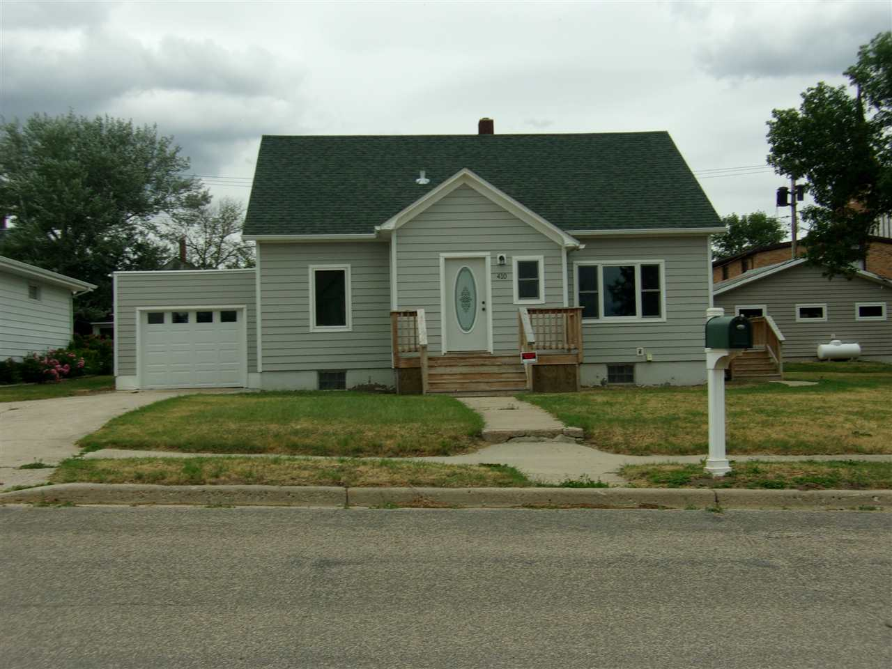 410 NW 1st Ave NW, Kenmare, ND 58746
