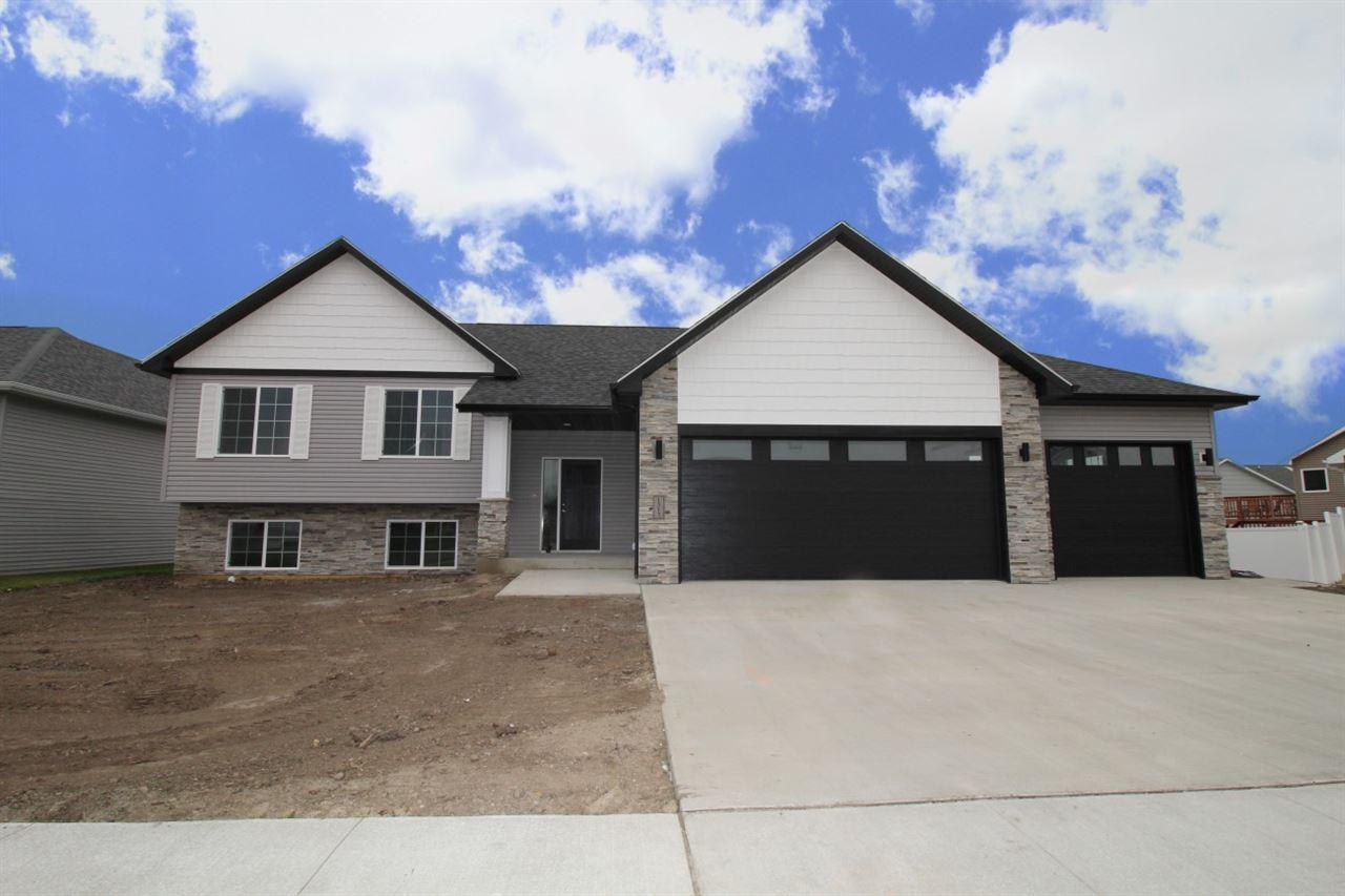 1517 Valley Bluffs Drive, Minot, ND 58701