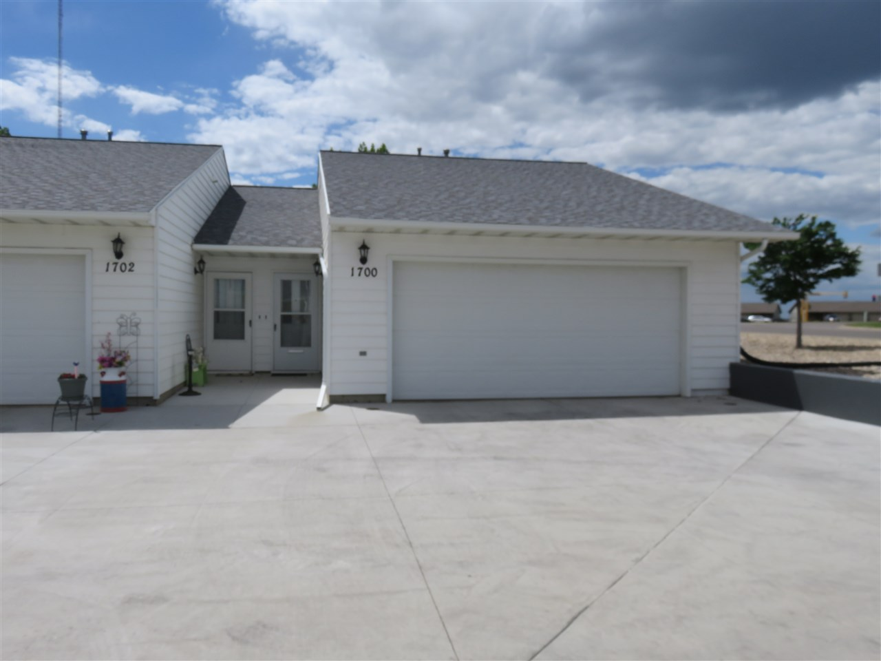 1700 14TH ST SW, Minot, ND 58701