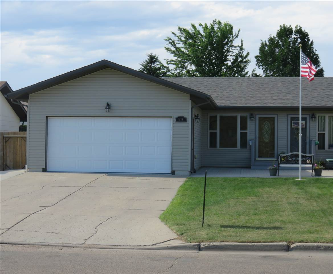 1119 32ND AVE SW, Minot, ND 58701