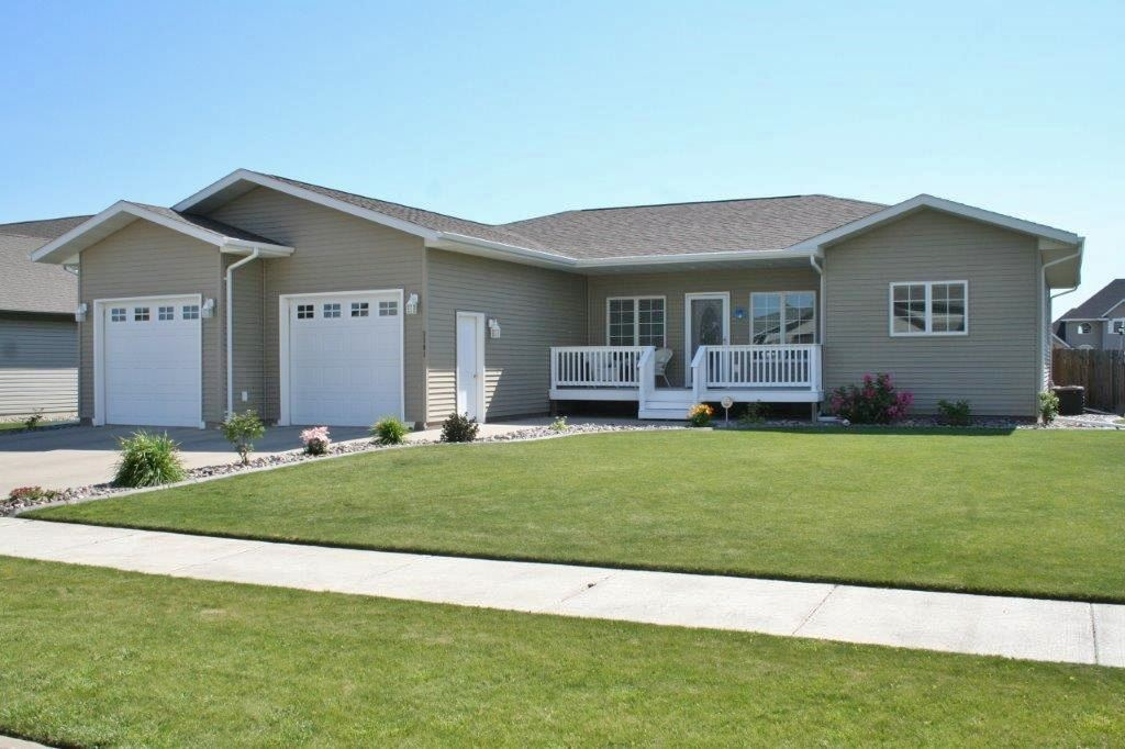 3201 Willow Lane SE, Minot, ND 58701