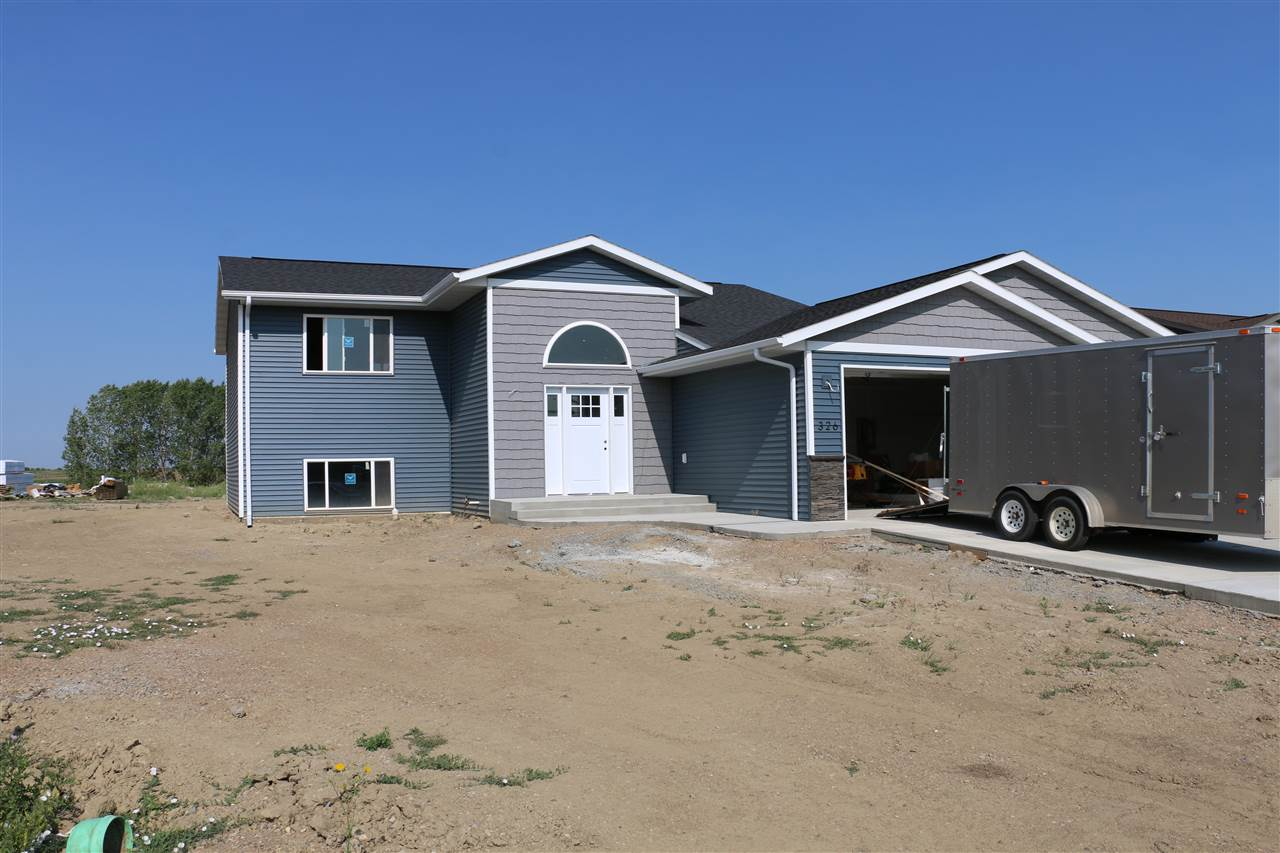 326 6th Ave SW, Surrey, ND 58785