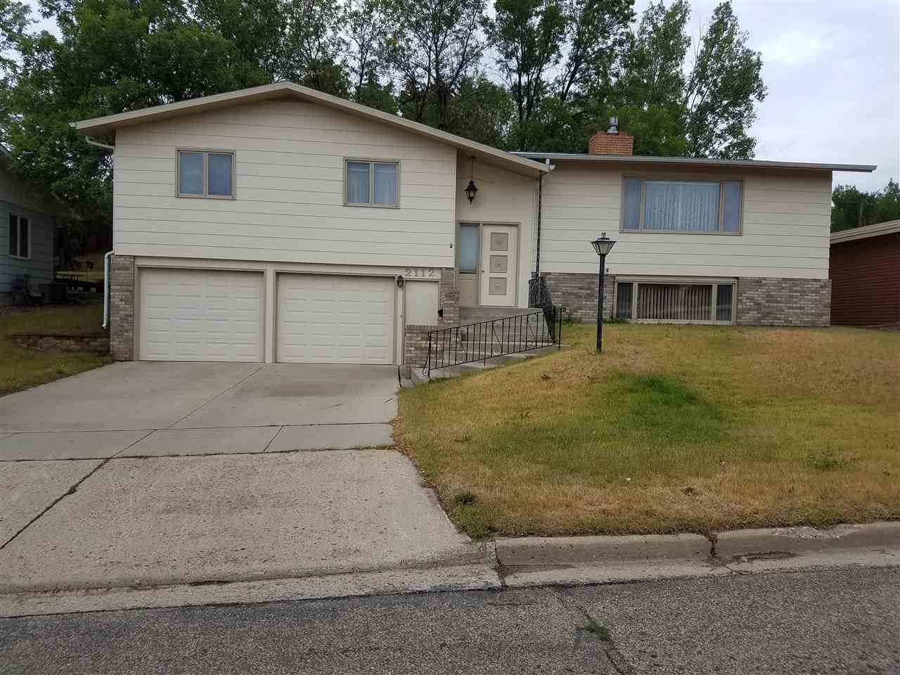 2112 11TH AVE NW, Minot, ND 58703