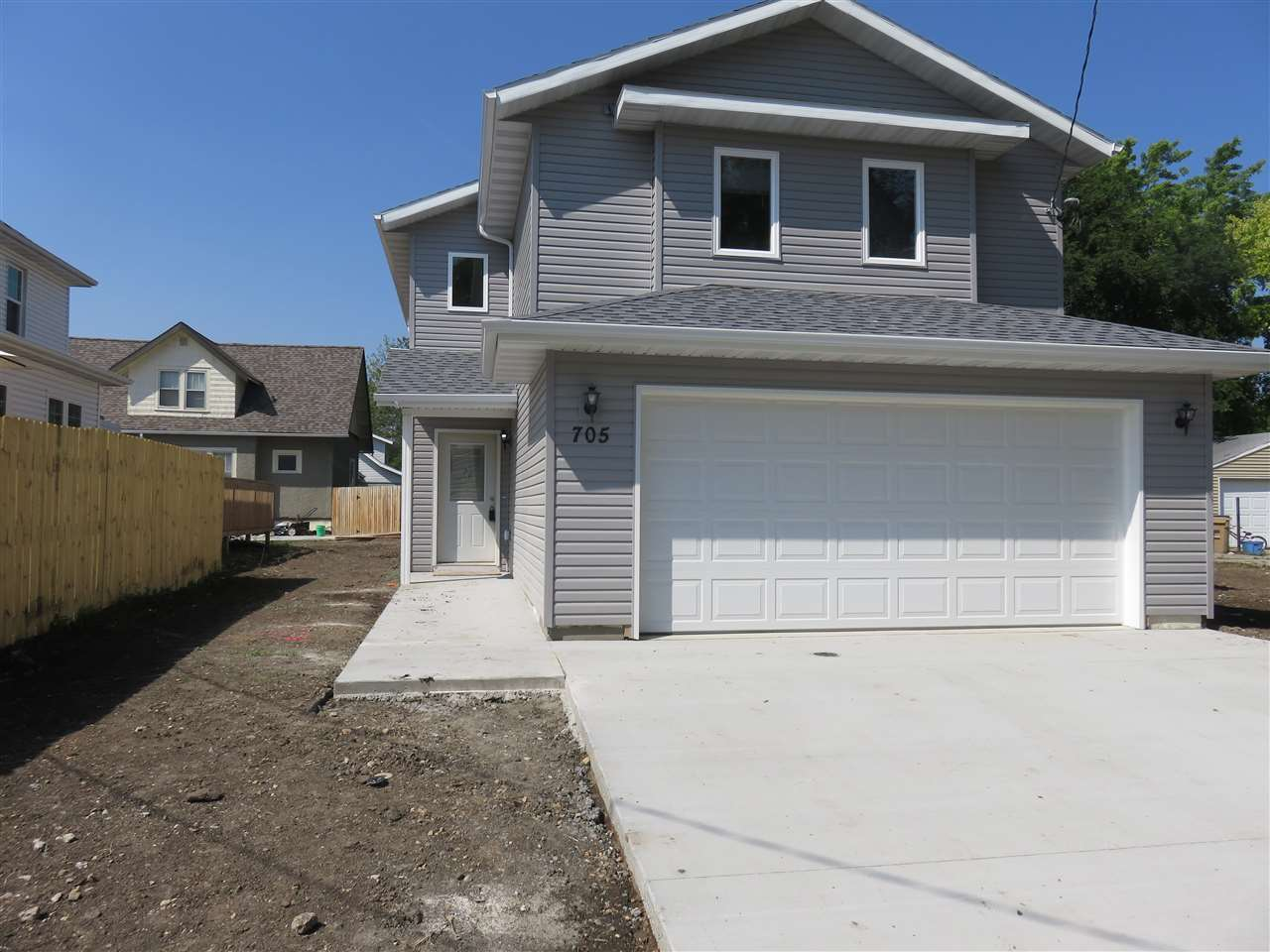 705 8TH ST NW, Minot, ND 58703