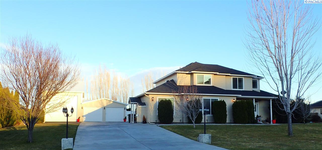 3800 S Highlands Blvd, West Richland, WA 99353