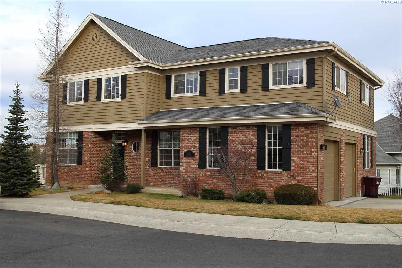 Single Family Home for Sale at 630 SE Edge Knoll Dr 630 SE Edge Knoll Dr Pullman, Washington 99163 United States