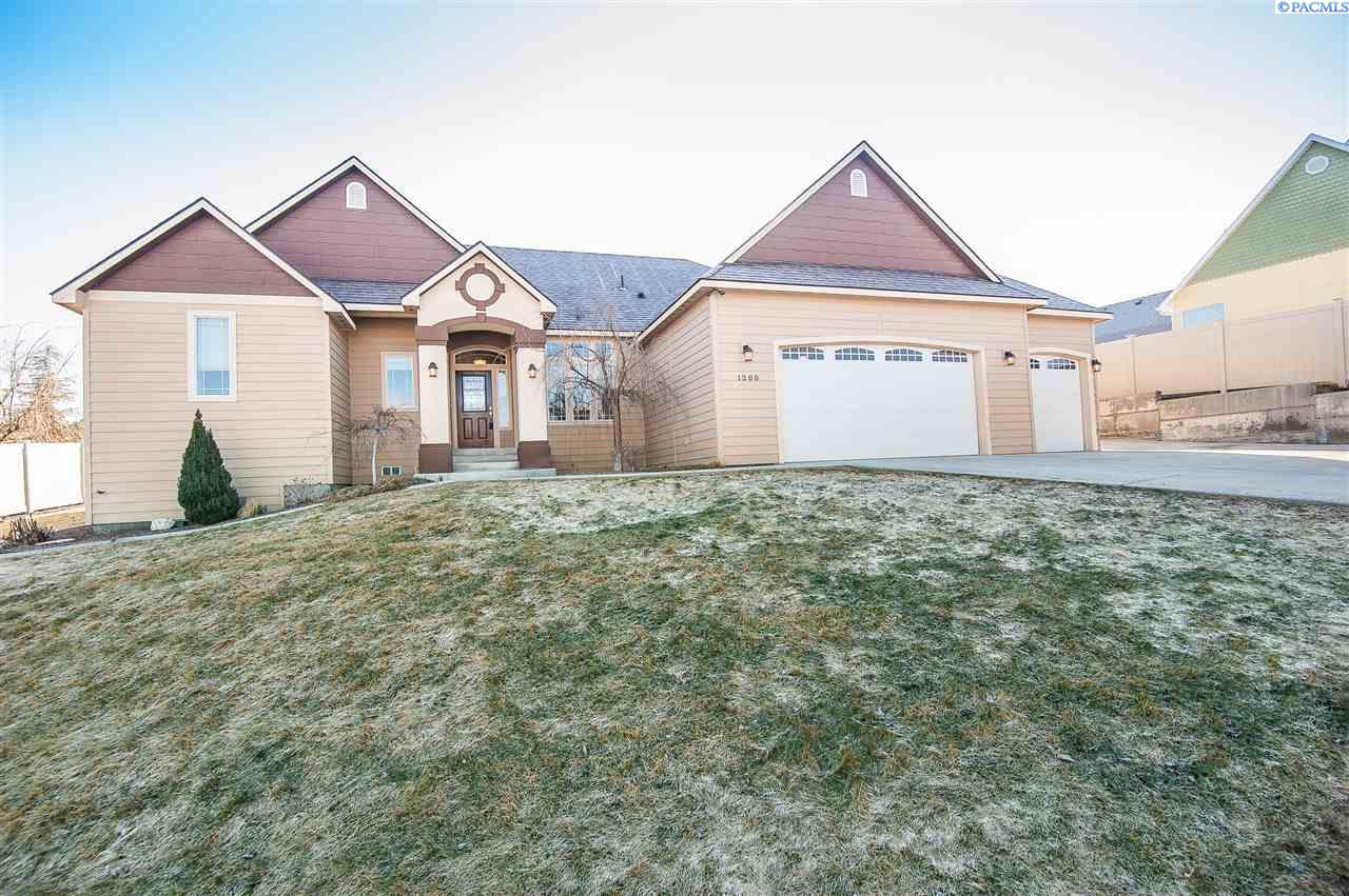 1200 S 45th Ave, West Richland, WA 99353