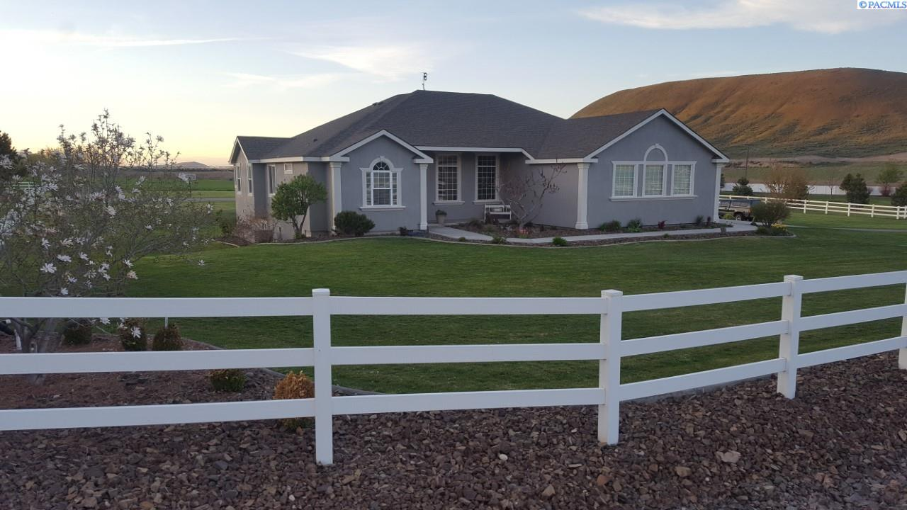 24603 E Sunset Meadows Loop, Kennewick, WA 99338