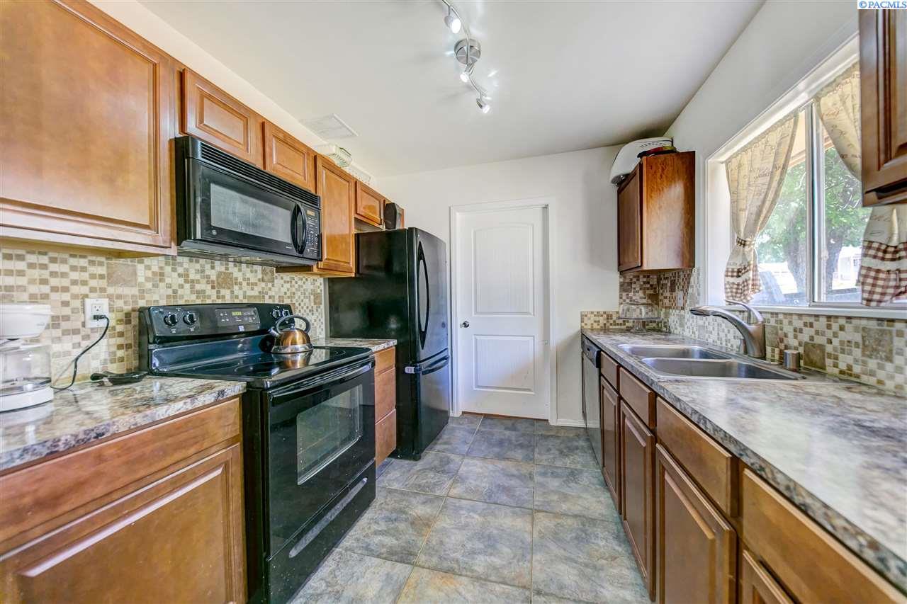846 N 61st Ave, West Richland, WA 99353